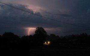 640px-Lightning_sweden_2003_01